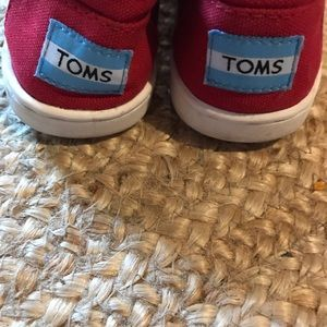 Toms Girls Red Shoes Size 13.5